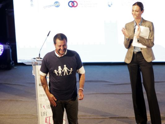 Lo show di Salvini al Congresso delle Famiglie. E la dura replica di Di Maio