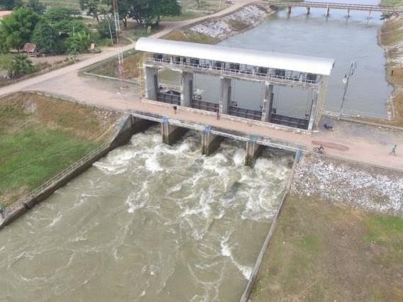 I funzionari di Khon Kaen sperano che le inondazioni si ridurranno in due settimane.