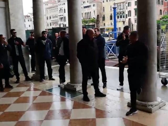 Sostituti gondolieri, esplode la protesta in Comune | VIDEO