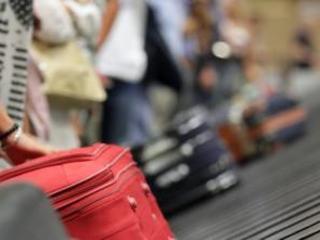 Quel fiume di soldi dall'Italia ad Hong Kong: fermata a Venezia cinese con 790mila euro in valigia