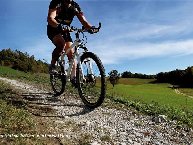 Cicloturismo: Cuneese e Langhe puntano sulla bici