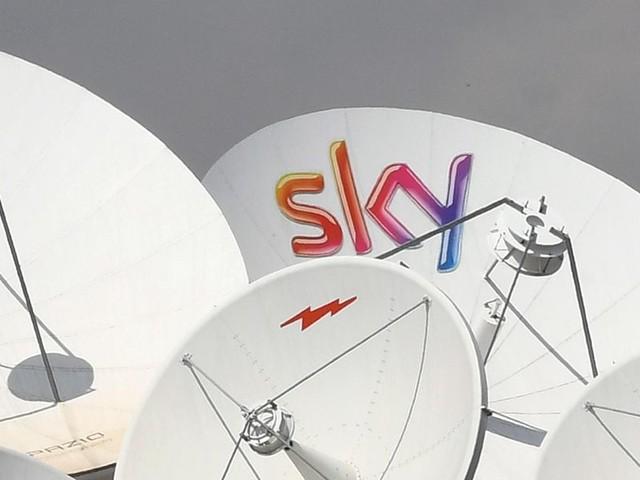 Sky, Dazn e gli altri: quanto costa vedere il calcio in tv