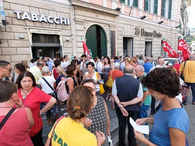 Vernice rossa sulle mura del consolato turco di Genova, denunciate 3 donne