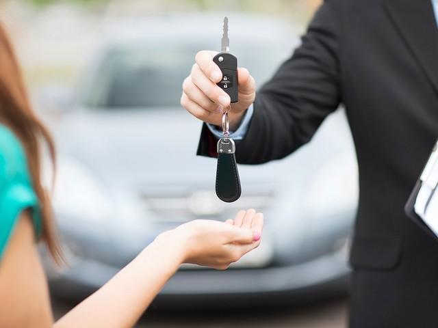 Noleggio auto, 10 regole per non avere sorprese