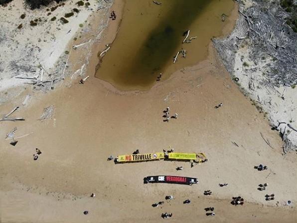 Foce de fiume Irminio: continua da 3 mesi la perdita di petrolio nell'area di Eni. Blitz di Goletta Verde (VIDEO)