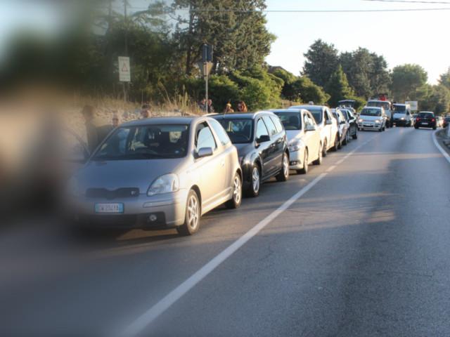 Ancora la strada statale Locorotondo-Fasano: tamponamento a catena, sei auto coinvolte Incidente sulla 172-dir ieri pomeriggio, intervento della polizia municipale locorotondese. Bari, statale 16: camion in fiamme
