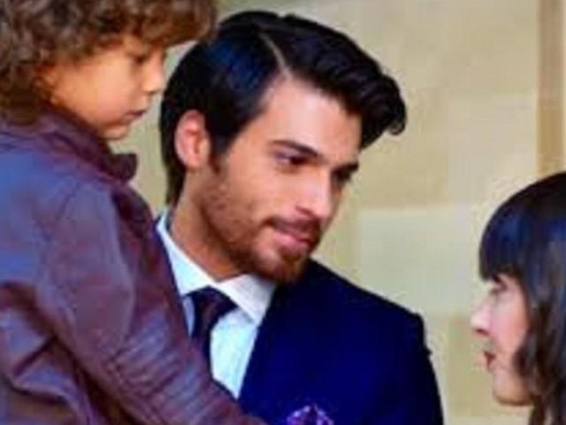 Dolunay, spoiler del 21 agosto: Deniz scopre che il matrimonio di Nazli è una farsa