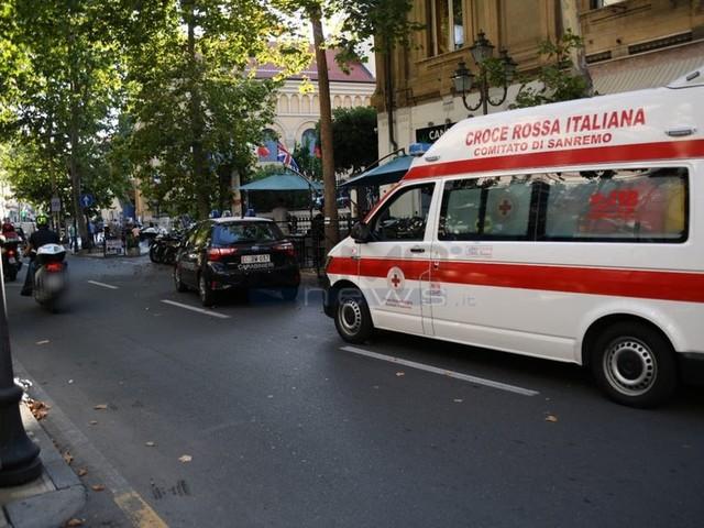 Sanremo: uomo dà in escandescenze e danneggia bar in corso Garibaldi