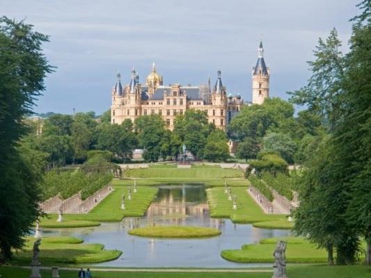 Veduta del castello di Schwerin, Germania settentrionale #fotospettacolari