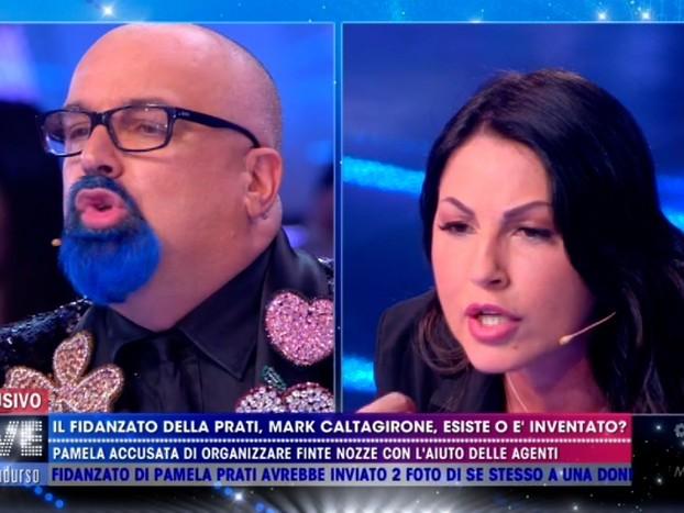 """Live Non è la D'Urso, Eliana Michelazzo contro Giovanni Ciacci: """"Torna a portare le borsette a Valeria Marini"""" (video)"""