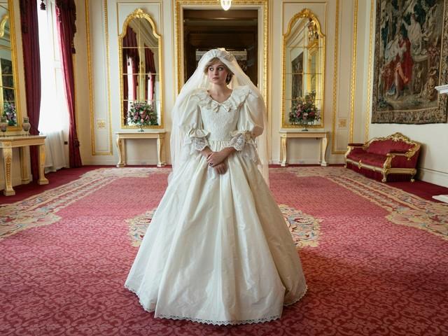 """La regina Elisabetta è furibonda Cosa è successo con """"The Crown"""""""
