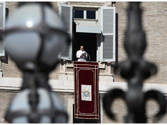 Papa all'Angelus: con fiducia e responsabilità non sprechiamo i doni di Dio