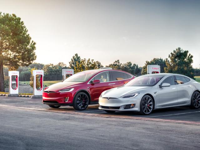 Tesla, tornano le ricariche elettriche gratuite nella rete Supercharger