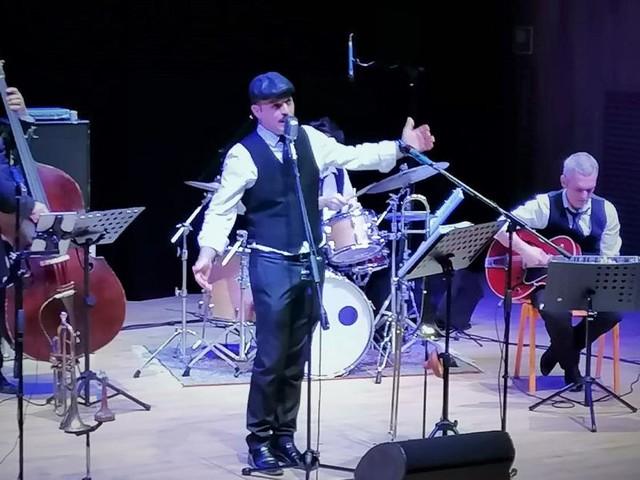 La carica swing degli Abat-Jour Quintet conquista il Politeama di Tolentino (FOTO)