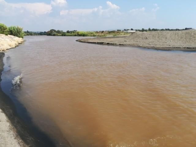 Maltempo, il fiume Marta si colora di rosso: ecco di cosa si tratta