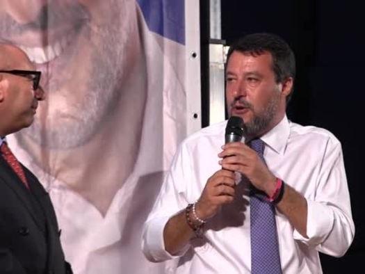 """Lega, Salvini: """"Piu' mi attaccano e piu' mi danno forza"""""""