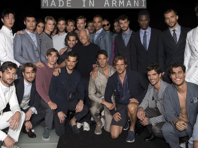 Giorgio Armanitorna a sfilare in presenza a Milano e Parigi
