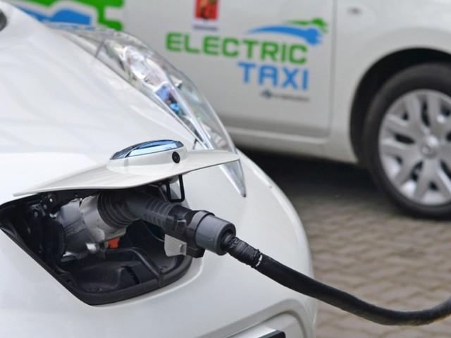 Auto elettrica, la scelta dei tassisti in Italia