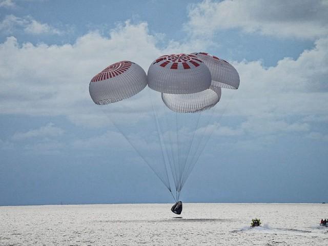 Inspiration4, rientrati sulla Terra i primi 4 turisti SpaceX: splashdown al largo della Florida [FOTO e VIDEO]
