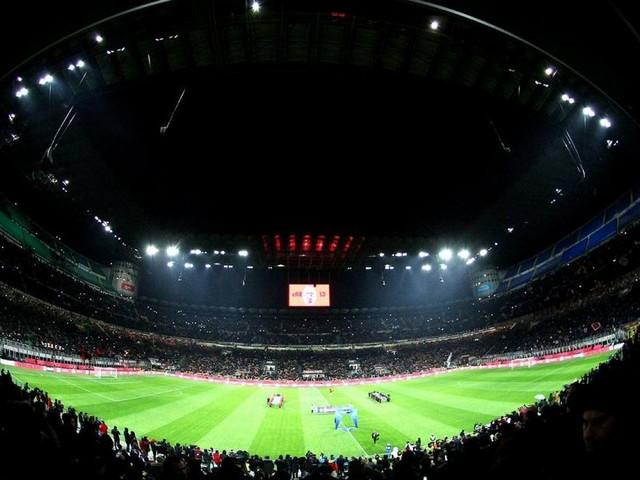 Milan-Sassuolo, cornice speciale per i 120 anni rossoneri: walk of fame e sciarpe gratis