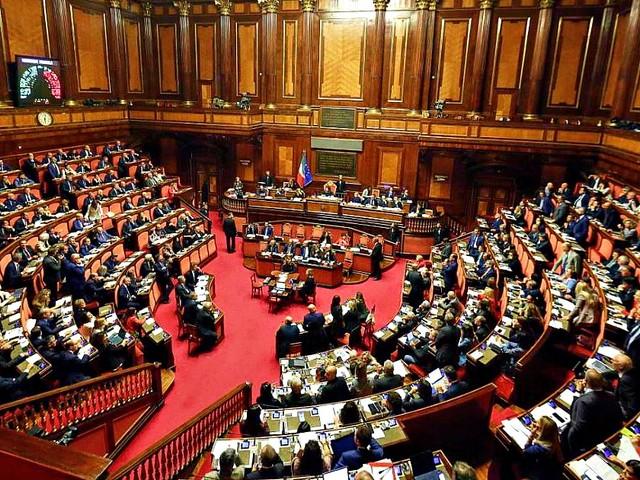"""Crisi, M5s chiude a Renzi anche se non ci fossero i numeri: """"Governo tecnico? Non con noi"""". E ai responsabili: """"Ora o mai più"""""""