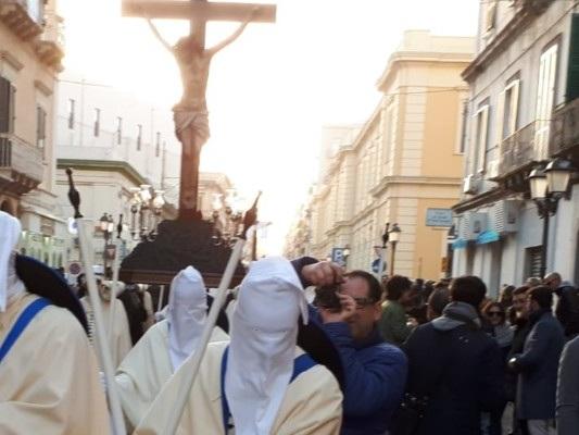 """Settimana Santa, Taranto immersa nelle celebrazioni accanto ai """"perdoni"""""""