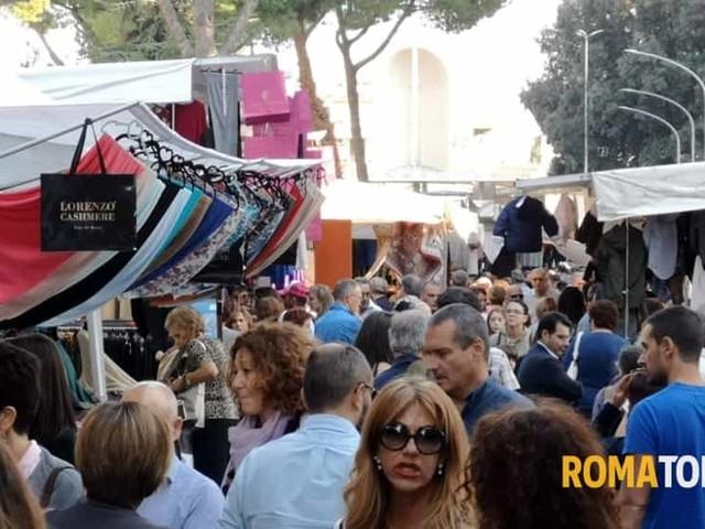 """Il mercato de """"Gli Ambulanti di Forte dei Marmi"""" a Santa Marinella"""