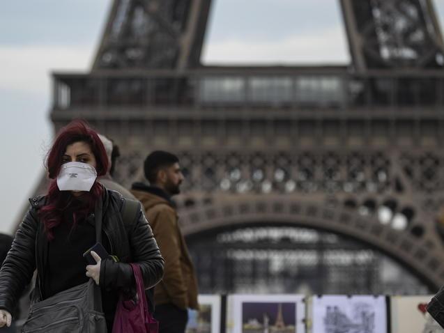 Covid: 80% di turisti in meno alla Tour Eiffel