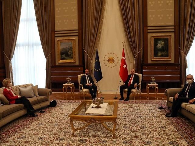 "Erdogan risponde a Draghi: ""è stato di una totale impertinenza, danneggiate le relazioni"""