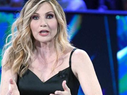 """La vita in diretta, Lorella Cuccarini a brutto muso contro l'ospite: """"Le fa schifo? In questo posto..."""""""