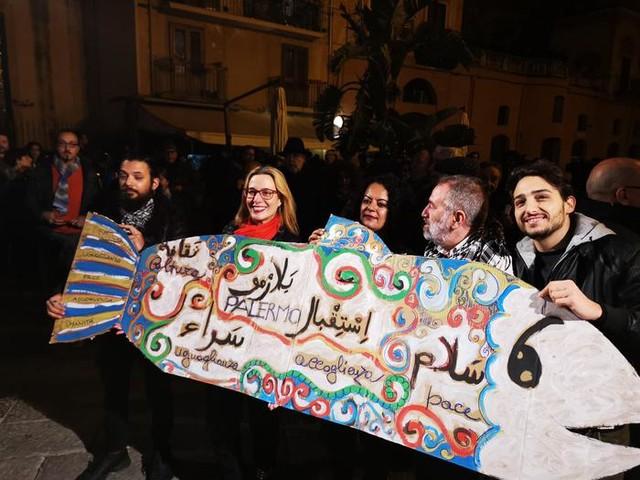 Sardine in piazza in città della Sicilia