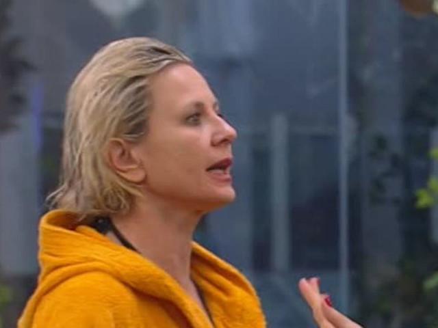 GF Vip, Antonella Elia assiste al siparietto e non si trattiene. La 'sbroccata' ad Adriana Volpe