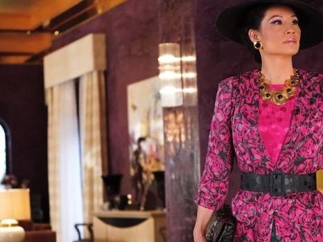 Le prime foto di Lucy Liu nella nuova serie Why Women Kill, il creatore di Desperate Housewives racconta le donne e il tradimento