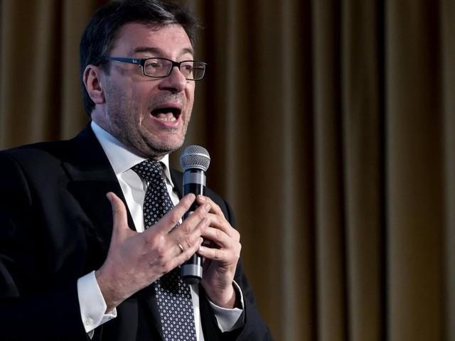 """Autonomia, Giorgetti e Stefani ai 5S: """"Va fatta, è nel programma"""". De Magistris: """"Entro l'anno referendum a Napoli"""""""