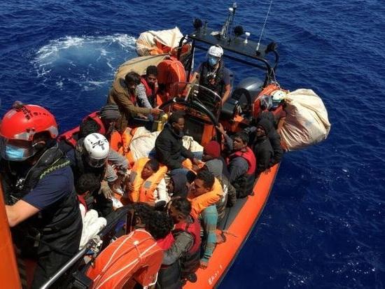 Clandestini all'assalto dell'Italia: sbarchi a raffica su tutte le coste
