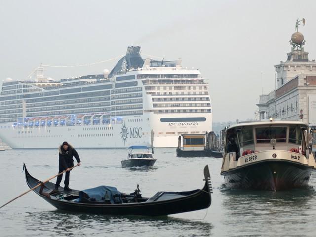 Grandi navi, entro l'inverno via dal centro di Venezia: le Crociere andranno a Marghera