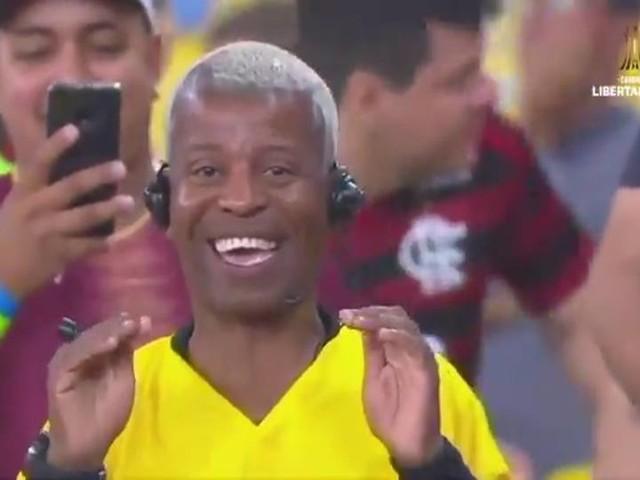 Fischi, cartellini, Var: tifoso del Flamengo dà spettacolo!