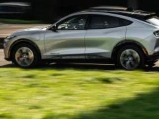 Ford Mustang Mach-E, aggiornamenti OTA con sorpresa. Video