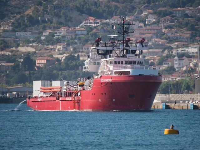 Ocean Viking chiede lo sbarco E anche Trenta attacca Salvini