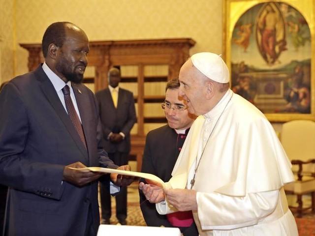 Papa: il dio denaro produce società disumana e ingiusta