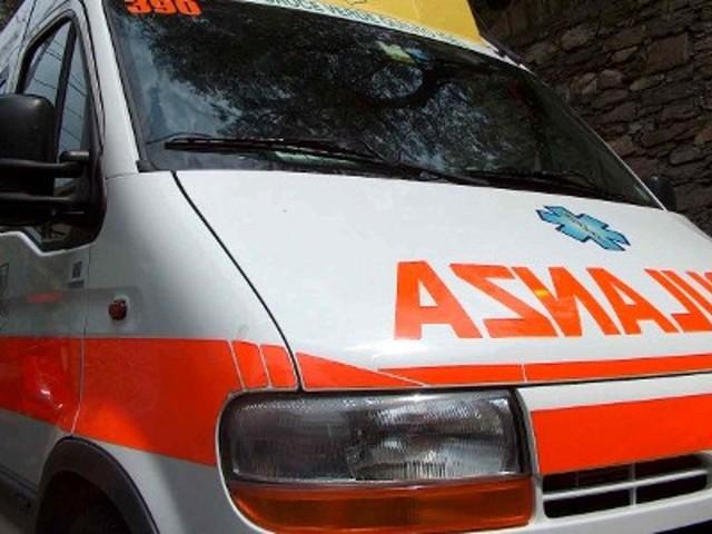 Giovane cade da spalletta sull'Arno a Pisa, è grave