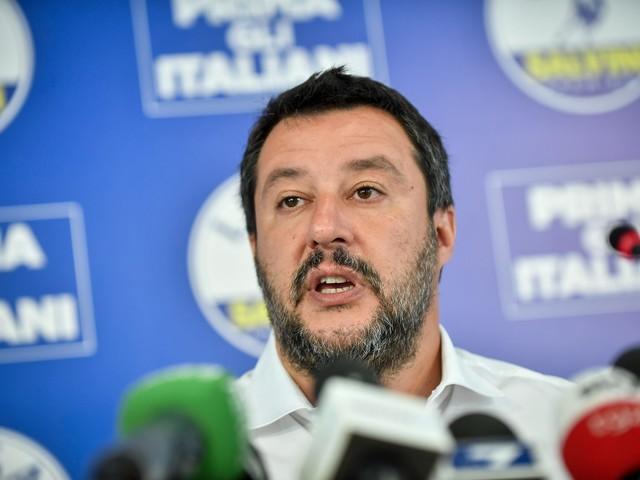 Scontro fra Salvini e giornalista: il ministro si rifiuta ancora di rispondere a domande su Russia