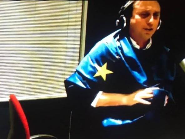 """La Zanzara: Parenzo ha indossato la bandiera europea. Cruciani: """"L'Europa mi fa orrore"""". Ma poi…"""