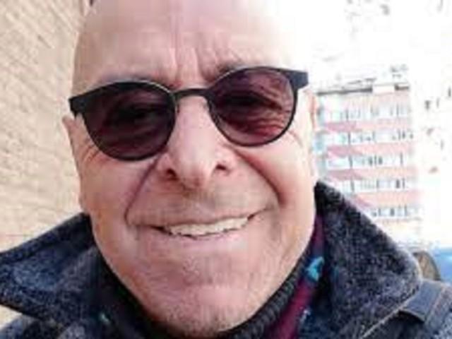 """""""Trovato senza vita"""". Choc nella tv italiana per la morte del volto noto. Il cadavere a casa sua"""