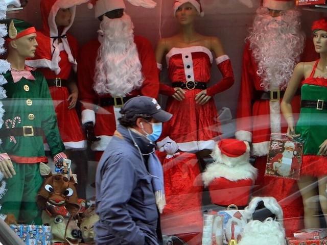 Nuovo Dpcm Natale, cosa sta programmando il governo: dalla riapertura dei ristoranti all'orario lungo dei negozi