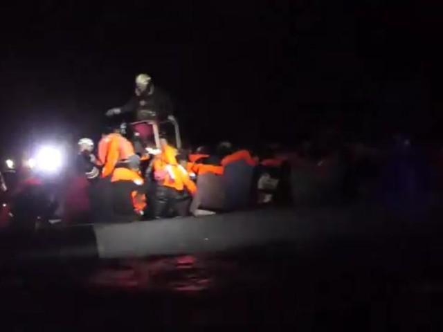 Salvati 301 migranti su imbarcazioni alla deriva davanti alla Libia