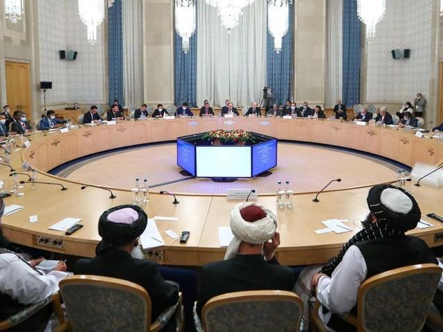 Mosca strizza l'occhio ai Talebani che intanto continuano con le loro violenze