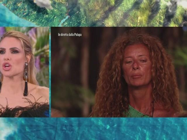 "Isola dei Famosi 2021, Valentina Persia VS Isolde Kostner: ""Si è svegliata Heidi""   Video Mediaset"