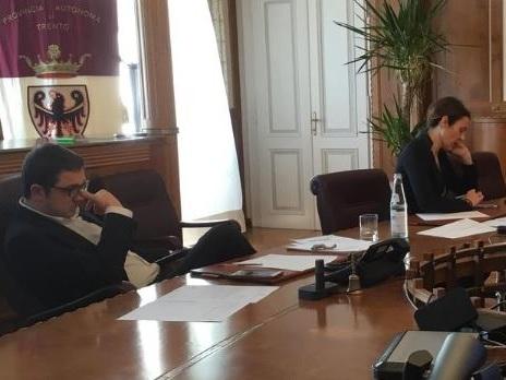 Anche oggi 14 decessi da virus Fugatti annuncia i soldi alle famiglie per la spesa: basterà l'autocertificazione