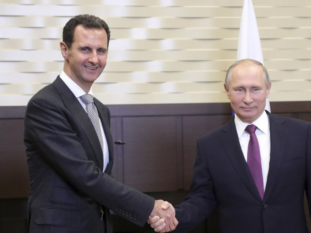 La stretta di Vladimir Putin sul Medio Oriente. Con Assad parla da vincitore sull'Isis, domani vertice con Iran e Turchia